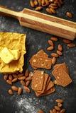 L'amande amincit des biscuits avec les écrous et le beurre fait par maison Photos stock