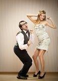 L'ami d'homme de ballot danse avec son amie d'amour Images stock