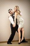 L'ami d'homme de ballot danse avec son amie d'amour Images libres de droits
