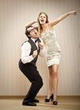 L'ami d'homme de ballot danse avec son amie d'amour Photo stock