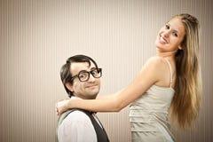 L'ami d'homme de ballot danse avec son amie d'amour Image stock