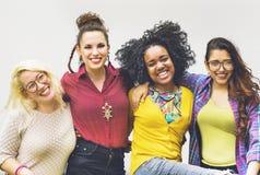 L'amitié d'unité d'amis heureuse apprécient le concept Photo libre de droits