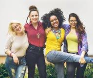 L'amitié d'unité d'amis heureuse apprécient le concept Photos stock
