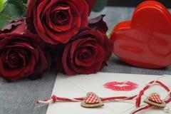 L'amore è tutto l'intorno immagini stock libere da diritti