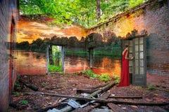 L'amore e la bellezza lasciano la vecchia casa Immagini Stock Libere da Diritti