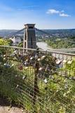L'amore fissa il recinto che trascura Clifton Suspension Bridge, Bristol, Avon, Inghilterra, Regno Unito Fotografia Stock