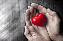 L'amore passa il fondo del cuore Fotografie Stock