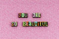 L'amore vi ringrazia bello scritto tipografico riconoscente immagini stock
