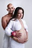 L'amour d'un couple attendant un nouveau-né Photo libre de droits