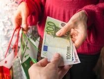 L'amour de l'argent l'euro note la réflexion Photographie stock