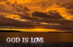 L'amour de coucher du soleil d'or est Dieu Photo libre de droits