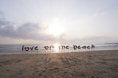 L'amour de label sur la plage Photos stock
