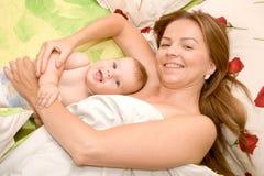 L'amour de mère. Images stock