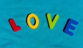 L'amour de mot écrit par des lettres de jouet Photo libre de droits