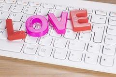 L'amour de mot au-dessus du clavier d'ordinateur Image libre de droits