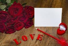 L'amour de mot est présenté avec les lettres rouges Image stock