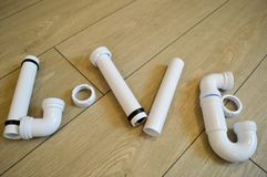 L'amour de mot est présenté de la tuyauterie, des tuyaux de tuyauterie, des garnitures, des brides et des garnitures en plastique Image libre de droits