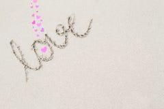 L'amour de mot sur le fond de surface de plage Photographie stock libre de droits
