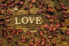 L'amour de mot sur un en bois rustique Image stock