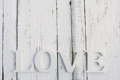 L'amour de mot sur une table blanche Photographie stock libre de droits