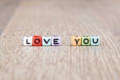 L'amour de Word est établi des cubes colorés Photographie stock libre de droits