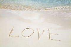 L'amour de Word sur une plage blanche Photo libre de droits