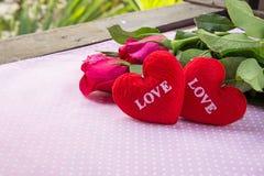 l'amour des textes de coeur de forme et a monté Photos stock