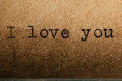 L'amour est, l'inscription sur une machine à écrire Image libre de droits