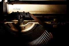 L'amour est, l'inscription sur une machine à écrire Photographie stock libre de droits
