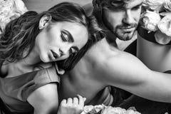 L'amour est sans visibilité Amants sexy de couples sur le plancher Photos libres de droits