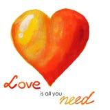L'amour est tout que vous avez besoin - de la carte de coeur d'aquarelle Photos stock