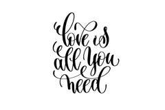L'amour est tout que vous avez besoin de main écrite marquant avec des lettres la citation positive Photo stock