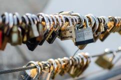 L'amour ferme à clef des cadenas sur Buenos Aires Image libre de droits