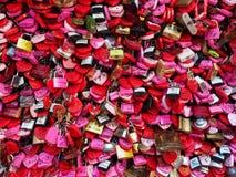 L'amour ferme à clef le fond Photographie stock