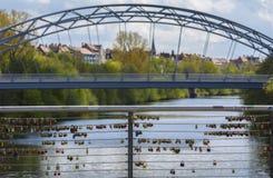 L'amour ferme à clef le pont Photographie stock