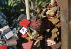 L'amour ferme à clef le symbole en Cinque Terre Image libre de droits
