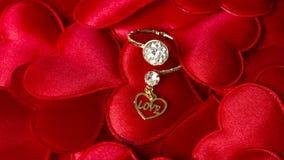 L'amour a introduit au clavier un coeur avec une bague à diamant Photos libres de droits