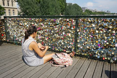 L'amour padlocks des Frances de Pont des Arts Paris Image stock