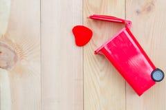 L'amour réutilisent la poubelle Images libres de droits