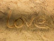 L'amour se noient sur la plage de sable et l'ombre, fond romantique Photo stock
