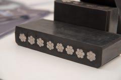 L'ampia gomma piana con i nastri metallici cabla per l'elevatore in Fotografia Stock