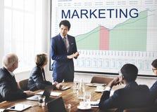 L'analyse de plan marketing représente graphiquement le concept de buts d'affaires Images libres de droits