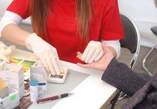 L'analyse exprès de sang. Image stock