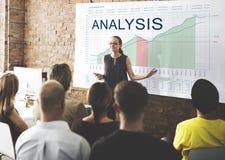 L'analyse représente graphiquement le concept de buts de vente d'affaires Image libre de droits