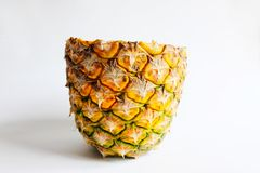 l'ananas a coupé l'isolat de photo de plan rapproché sur le fond blanc Photos stock