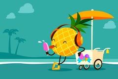 L'ananas del fumetto mangia il gelato alla spiaggia Immagine Stock Libera da Diritti