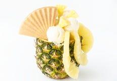 L'ananas a rempli de crème glacée d'ananas/de Gelato Photographie stock libre de droits