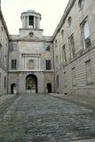 L'ancien Parlement du 18ème siècle logent et le passage couvert de pavé rond, Henrietta Street, Dublin, Irlande, octobre 2014 Images libres de droits