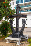 L'ancora commemorativa firma dentro il porto Victoria Fotografie Stock