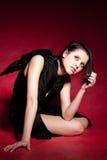 L'ange assez noir avec des ailes se repose au DA Images stock